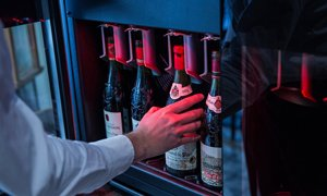 Serve and Preserve Wine with EuroCave WineBar 8.0