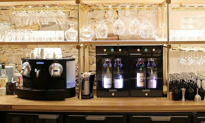 Victoire_et_Thomas-Lyon_Winebar_2.0_Wine_Preservation_System_cropped